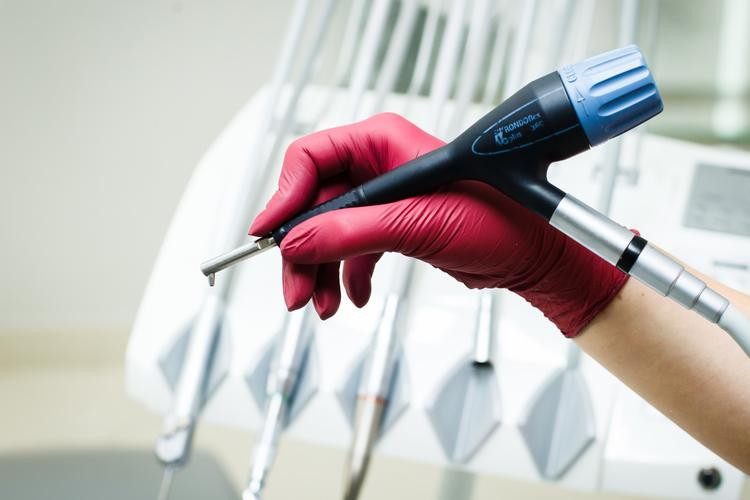 Протезирование зубов на имплантах в Харькове