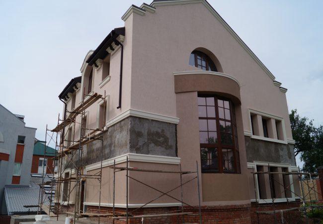 Фасадный декор и облицовка. Для каких стилей подходят кронштейны из пенопласта в Одессе?