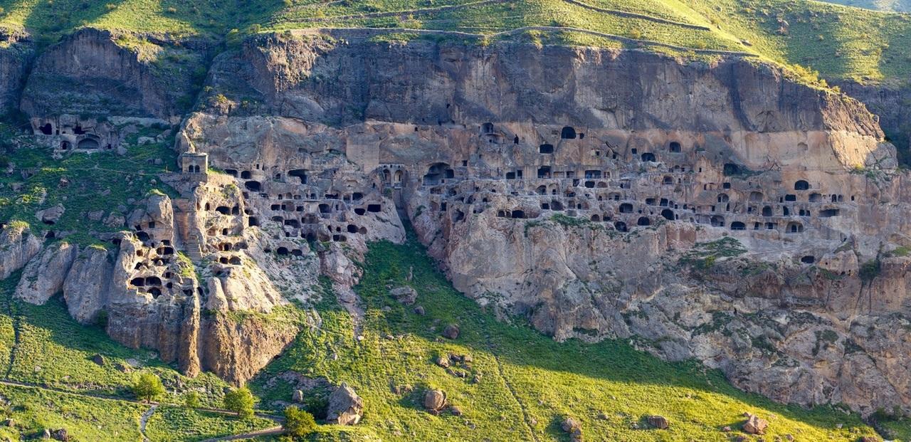 Чем хвастаются грузины? Вардзия — уникальный пещерный комплекс в Грузии