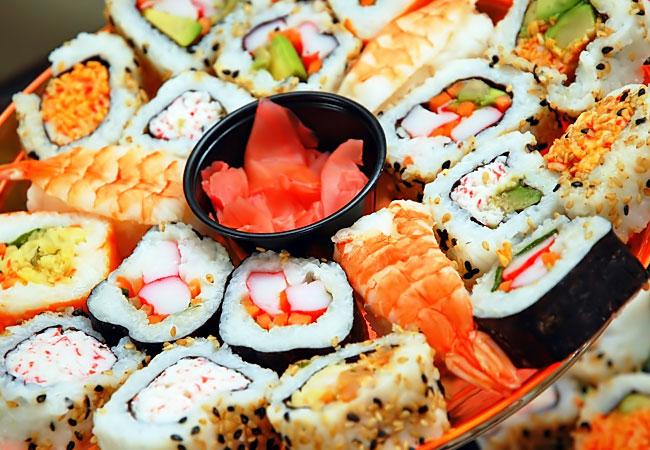 Вы любите японскую кухню? Тогда доставка суши в Астане от компании Family food – это то, что вам нужно!